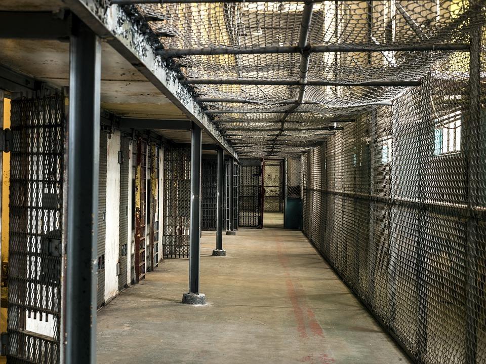 Oración poderosa para un preso inocente
